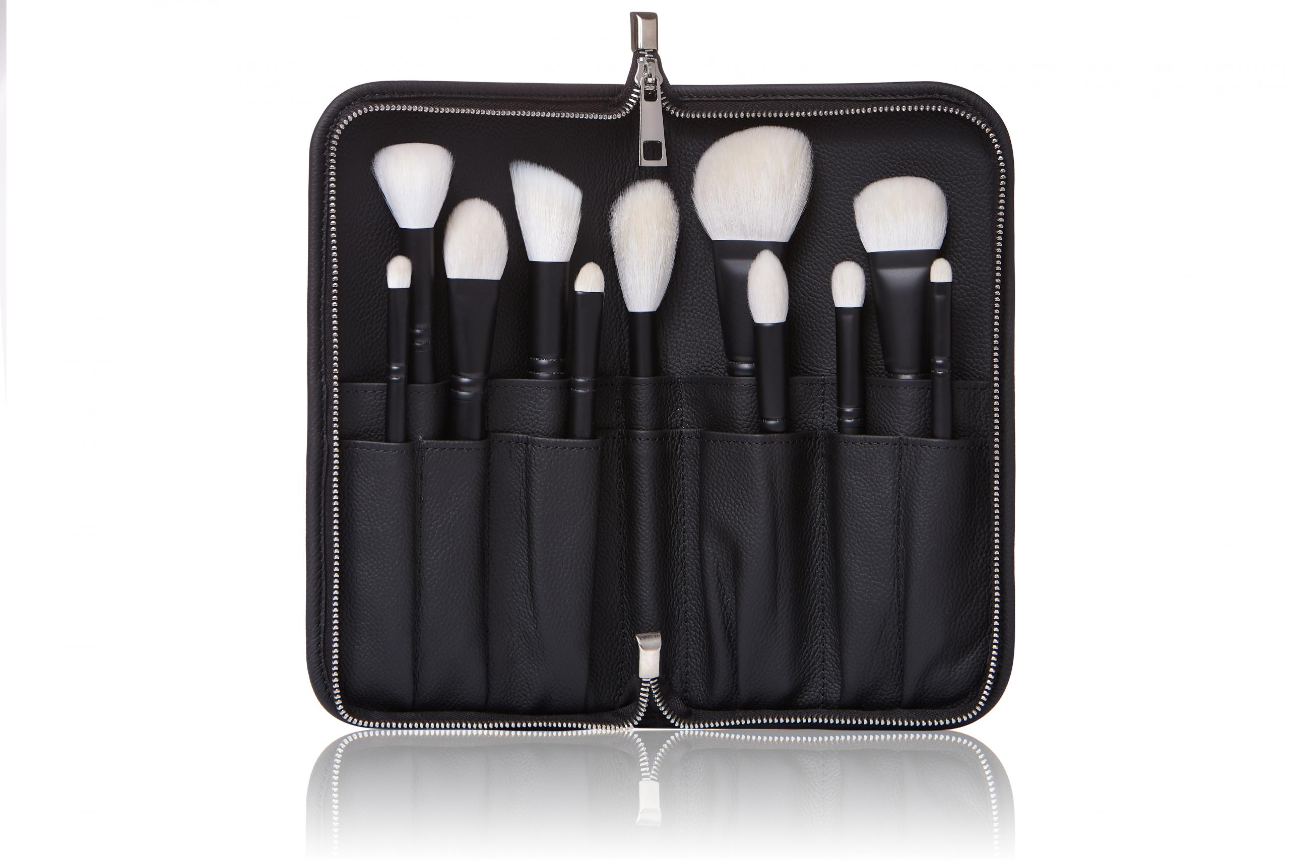 Leather brush case Annbeauty fully opened