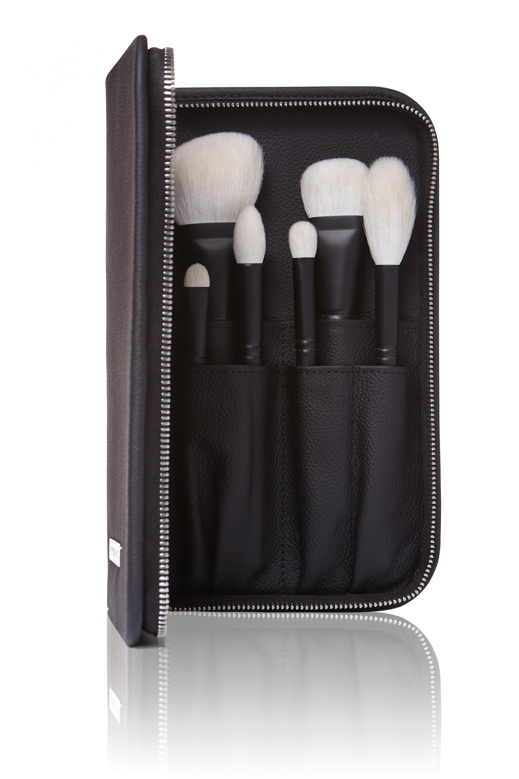Leather brush case Annbeauty opened