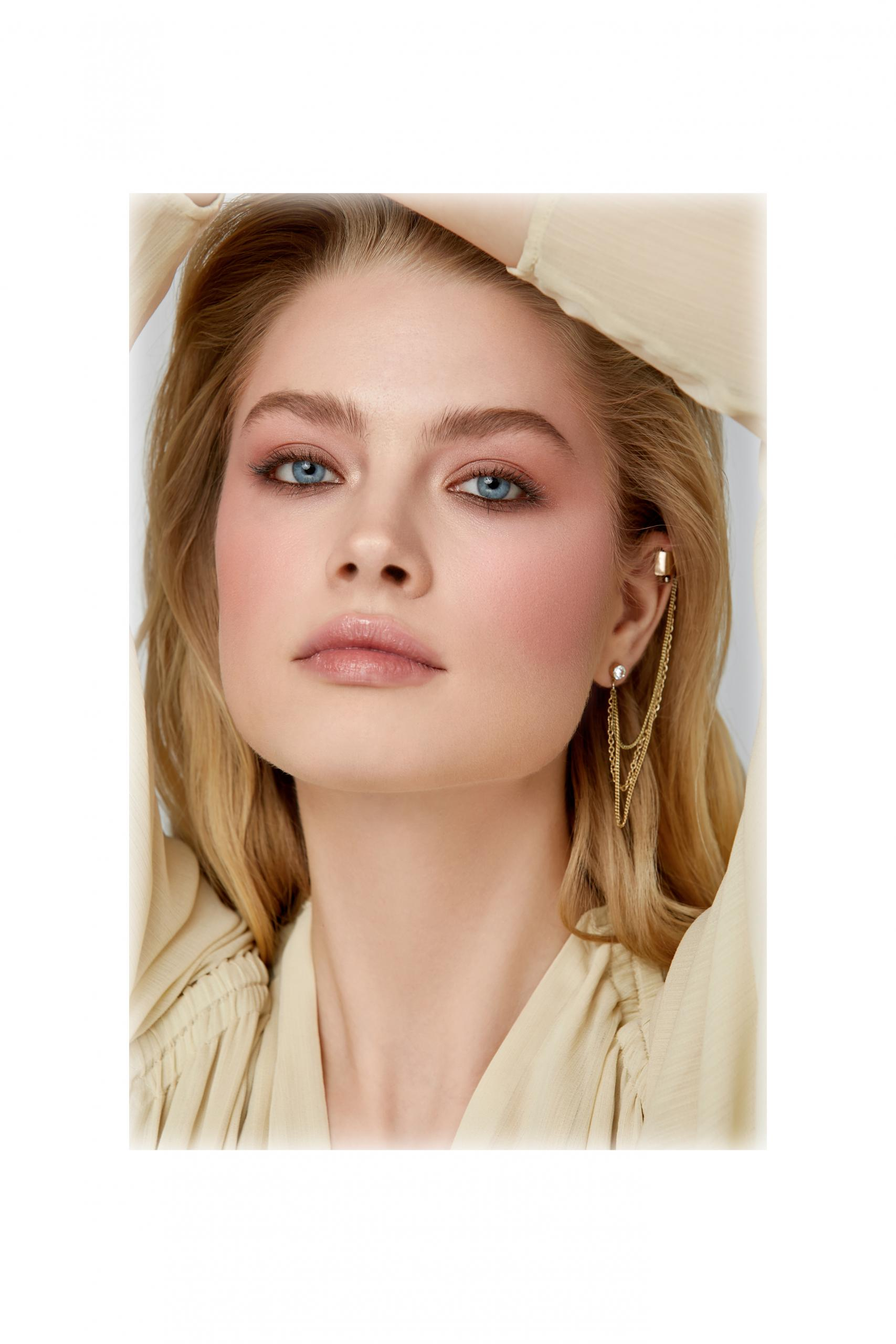 Blush Annbeauty YOUR CHEEKS Y&B on face